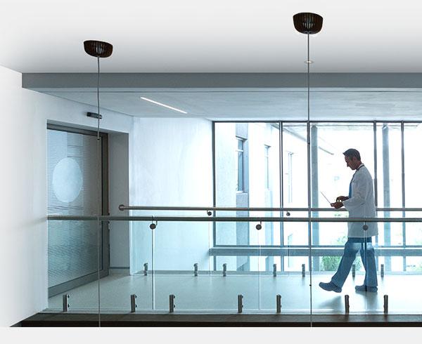 Suivi basé sur une zone / contrôle automatique des portes et des relais